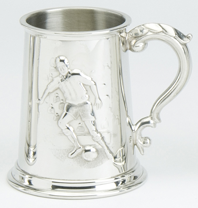 Sports Tankard Footballer Georgian Handle.. This Sports Tankard holds 1 pint ( approximately 568 millilitre) and has a Footballer scene on the front.