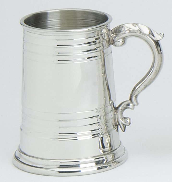 Tankard Worcester Georgian Handle Metal Glass Base. The Traditional Pewter Worcester Tankard has a Georgian handle and holds 1 pint (approximately 568 millilitre).